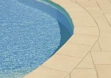 bordes-de-piscinas-piedra-clasica