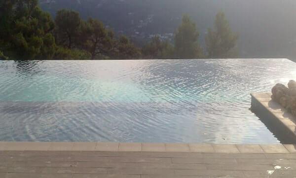 piscina gresite negro