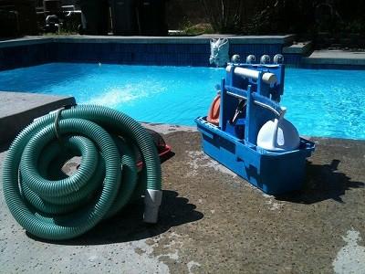 Limpiar fondo piscina manual