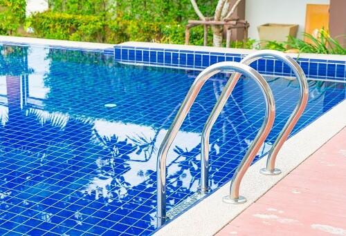 Tipos de escalera piscina