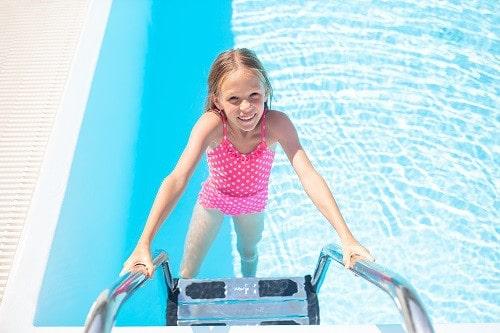 beneficios escalera piscina