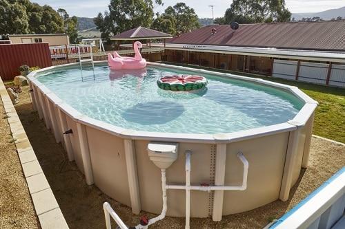 piscina sobre el suelo