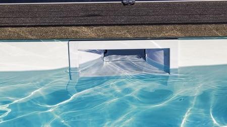 skimmer de una piscina