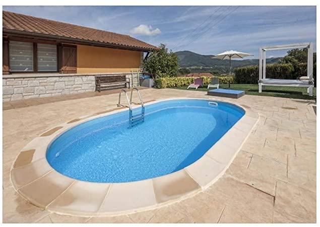 Diseño jardin con piscina oval