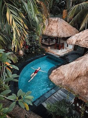Diseño piscinas y jardines libre