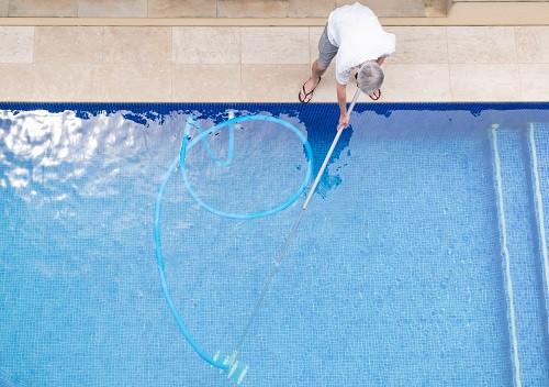 limpiar fuga gresite piscina