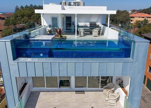 piscina transparente de cristal