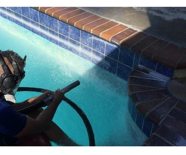 quitar cal piscina