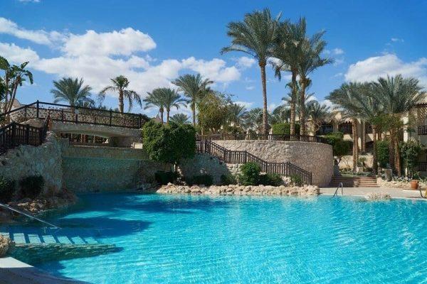 piscina grande hotel