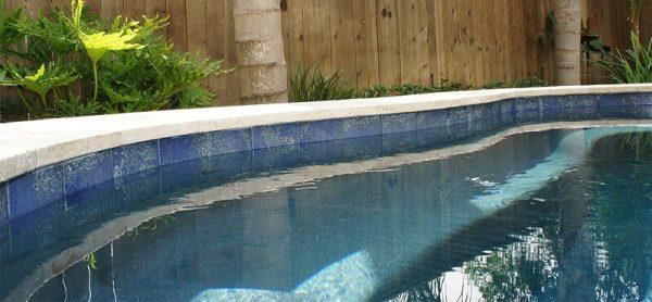 calcio azulejo piscina