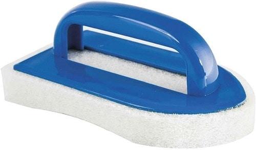 cepillo esponja azulejos piscina
