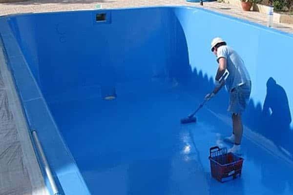 limpiar vaso piscina vacia