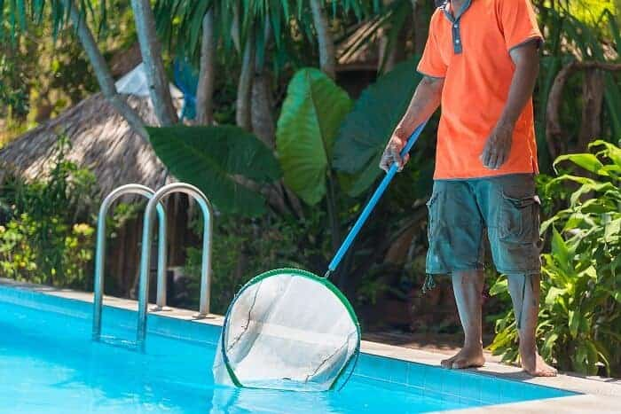 limpieza materias organicas piscina