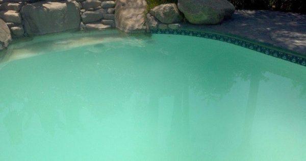 agua lechosa piscina