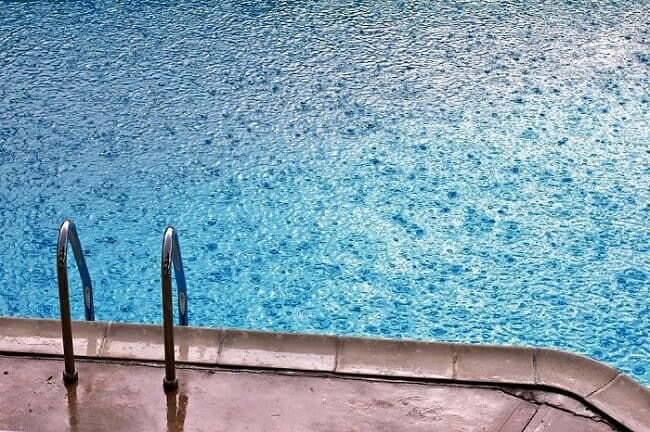efectos lluvia piscina