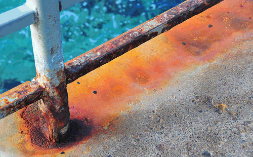 metales en la piscina