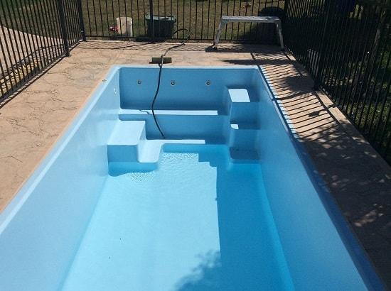 limpiar piscina fibra vidrio