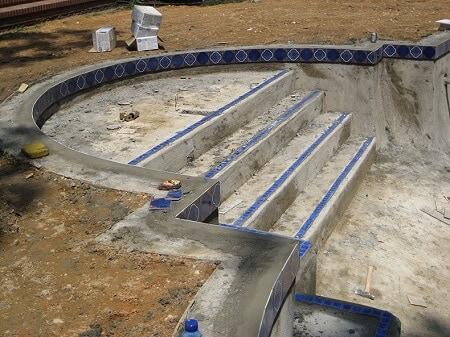reforma piscina de escalera con hormigon