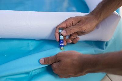 reparar rasguño piscina de liner